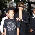 Rihanna s'occupe de son petit frère Rajad Fenty à Los Angeles le 3 septembre 2011