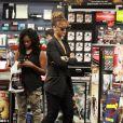 Rihanna gâte son petit frère Rajad Fenty à Los Angeles le 3 septembre 2011