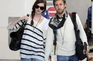 Anne Hathaway : avant de sortir les griffes, elle ne quitte pas son amoureux