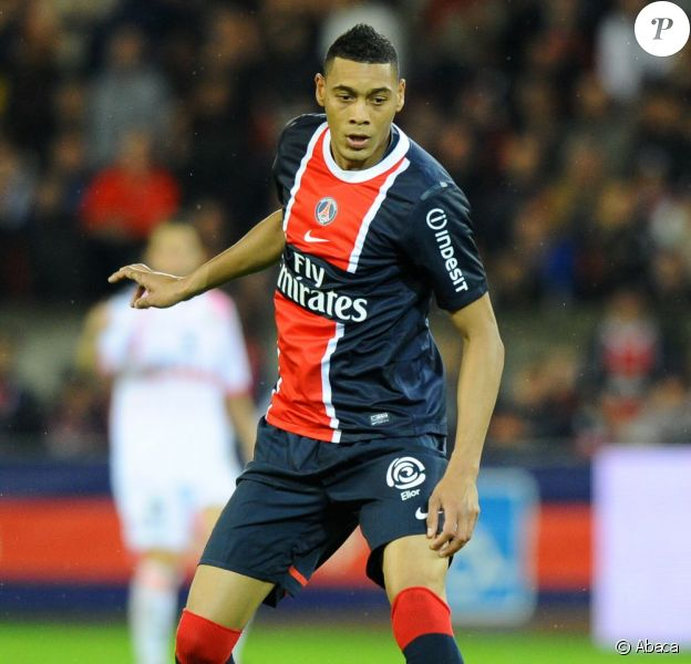 Guillaume Hoarau, attaquant du Paris Sain-Germain et de l'équipe de France a été opéré avec succès de l'épaule droite le 5 septembre 2011