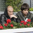 Enzo Zidane, fils de Zinédine Zidane, a franchi une nouvelle étape dans sa carrière en s'entraînant avec le groupe professionnel du Real Madrid le 6 septembre 2011