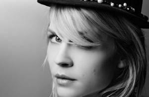 Clémence Poésy : Une beauté chapeautée, devant un Karl Lagerfeld inspiré
