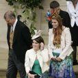 La famille royale au grand complet pour Peter Phillips et Antumn Kelly : ici les princesses Beatrice et Eugenie