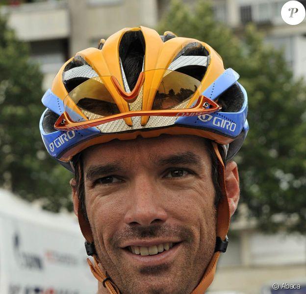 Le coureur cycliste écossais David Millar est devenu papa, à 34 ans, d'un petit garçon prénommé Archibald, dont sa femme Nicole a accouché vendredi 9 septembre 2011.