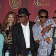 Le clan Jackson sans Jermaine, à l'été 2011, pour promouvoir le concert hommage au défunt King of Pop prévu le 8 octobre à Cardiff.