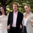 Paul McCartney entouré de ses filles Mary et Stella, à Londres, le 15 juin 2009.