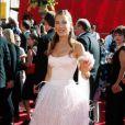 Malheureusement pour Sarah Jessica Parker, cette robe fait penser à notre fashion police a un parasol à plume ! 19 juillet 2002