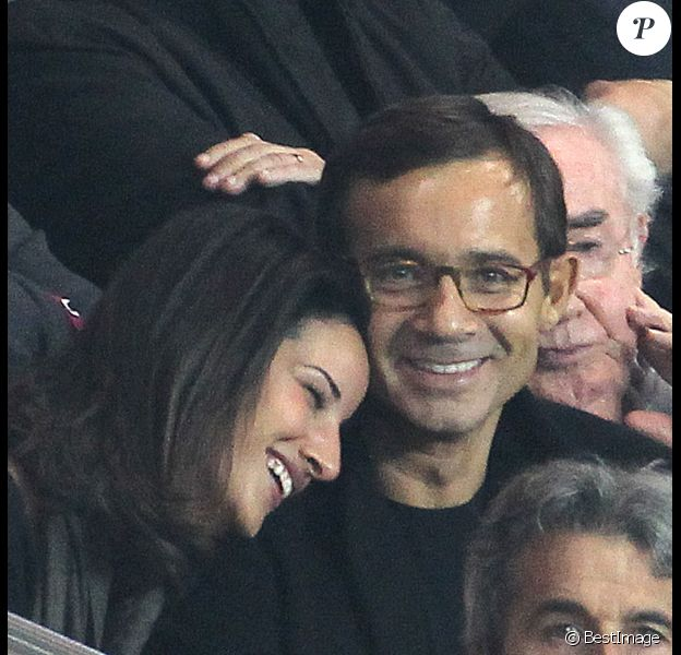 Jean-Luc Delarue et sa compagne Anissa amoureux lors du match PSG - Nice au Parc des Princes le 21 septembre 2011
