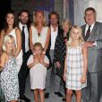 Inauguration de la Villa Navarre, à Pau, le 23 septembre 2011 : Frédéric Beigbeder en compagnie de sa chérie, sa fille, son frère et sa belle-soeur, leurs enfants et de ses parents.