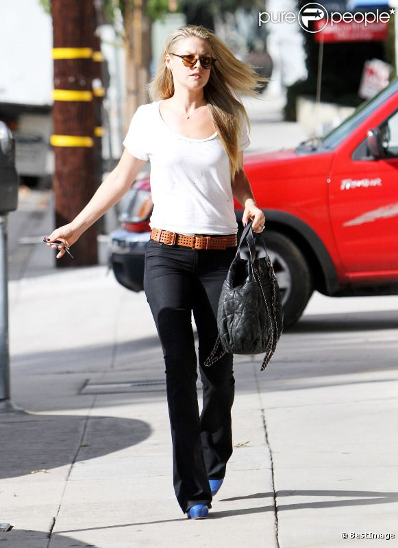 Ali Larter se rend chez le coiffeur à Los Angeles. Le 30 septembre 2011