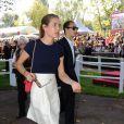 Charlotte Casiraghi et son compagnon Alex Dellal lors de l'édition 2011 du Qatar Prix de l'Arc de Triomphe, qui a vu dimanche 2 octobre le sacre inattendu de la pouliche allemande Danedream, auteure du nouveau record de l'épreuve. Un scénario explosif auquel célébrités et turfistes ont assisté à Longchamp.