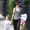 Michelle Monaghan, rousse et sa fille Willow à la sortie de la crèche, à Los Angeles, le 3 octobre 2011