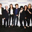Martin Scorsese, Nancy Shevell, Paul McCartney, Yoko Ono, Olivia Harrison, Barbara Bach et Ringo Starr à l'avant-première de  Living in the Material World : George Harrison , à Londres, le 2 octobre 2011.