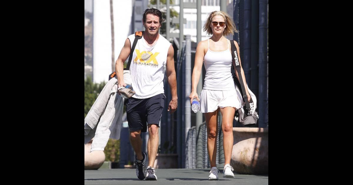 Ali larter sort d 39 un cours de tennis avec son mari hayes for Un cours de tennis