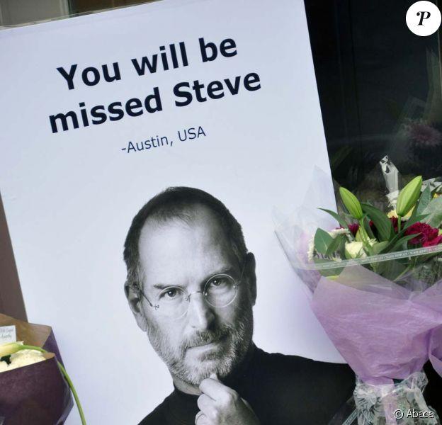 Steve Jobs, hommage devant l'Apple Store de Londres, le 9 octobre 2011.