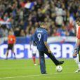 Tony Parker a donné le coup d'envoi du match opposant la France à la Bosnie au Stade de France le 11 octobre 2011 à Saint-Denis