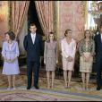 Le couple royal - Felipe d'Espagne et Letizia - était très sérieux lors de la cérémonie.   La famille royale espagnole lors de la fête nationale, le 12 octobre à Madrid. Toute la famille a assisté fièrement au défilé militaire.