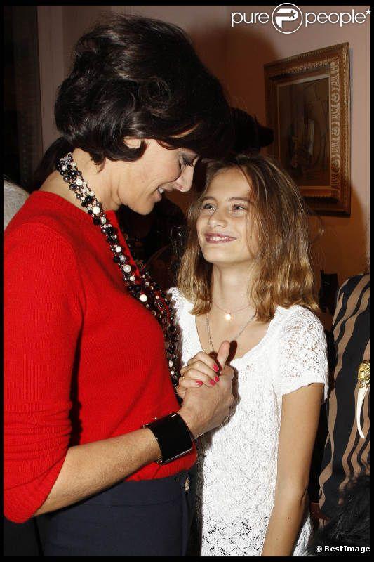 Inès de la Fressange et Violette d'Urso, son adorable fille, lors de la soirée du magazine Tag Mag et Roger Vivier à Paris le 20 octobre 2011