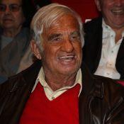 Jean-Paul Belmondo, entouré de ses amis, applaudit avec foi