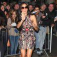 La chanteuse Nicole Scherzinger tente de faire passer sa bonne humeur malgré sa récente rupture. Londres, le 28 octobre 2011.
