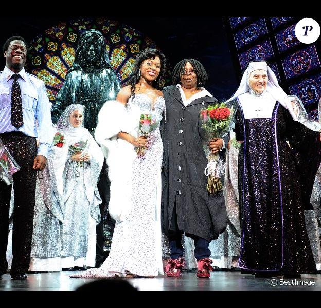 Whoopi Goldberg rejoint le casting de la comédie musicale Sister Act sur scène, à Milan, le 27 octobre 2011.