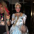 Gwen Stefani arrive à une soirée d'Halloween déguisée en Cendrillon le 29 octobre 2011