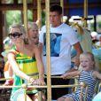 Steven Gerrard et sa femme Alex en compagnie de leurs deux enfants en vacances au portugal en juin 2009