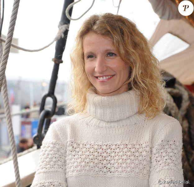 Alexandra Lamy, marraine de charme pour le monocoque Mirabaud au départ de la Transat Jacques Vabre depuis le port du Havre le 29 octobre 2011