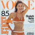 Mai 1998 : Elizabeth Hurley expose déjà son superbe corps dans la presse et en Une du magazine Vogue.