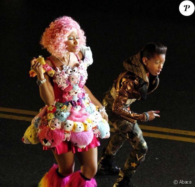 Nicki Minaj et Willow Smith sur le tournage du clip Fireball, à Los Angeles, le 6 novembre 2011.