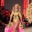 Le mannequin Candice Swanepoel, sur le podium du défilé Victoria's Secret. New York, le 9 novembre 2011.