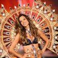 """""""Alessandra Ambrosio sur le podium de Victoria's Secret. New York, le 9 novembre 2011."""""""