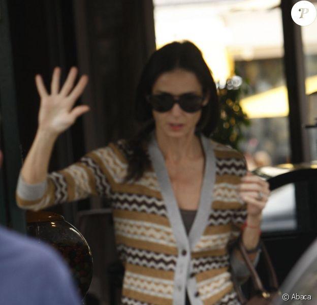 Demi Moore à la sortie d'un salon de beauté à Los Angeles, plus mince et affaiblie que jamais. Le 10 novembre 2011