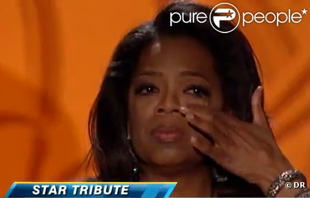 Oprah Winfrey, émue aux larmes de recevoir un Oscar, le 12 novembre à Los Angeles.
