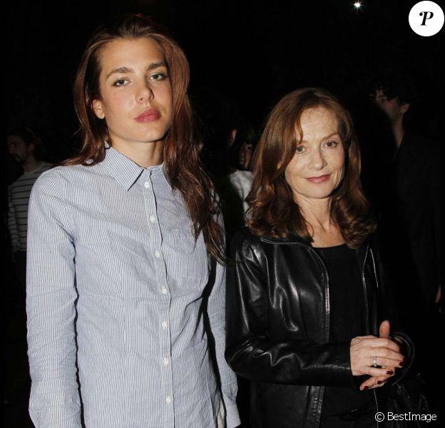 Charlotte Casiraghi et Isabelle Huppert au concert exceptionnel de Patti Smith et David Lynch organisé à la Fondation Cartier, à Paris, le 28 octobre 2011.