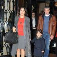 Salma Hayek sort de son hôtel parisien en compagnie de Valentina et d'Antonio Banderas, le dimanche 20 novembre 2011.