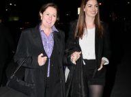 Anne Hathaway troque son costume sexy de Catwoman pour celui de fille parfaite