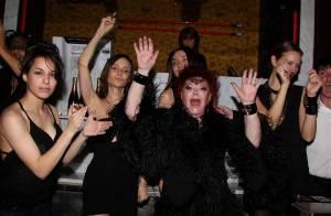 Régine : la reine de la nuit se mue en reine... d'Angleterre