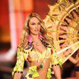 """Candice Swanepoel ulta-sexy sur le podium Victoria's Secret.  """