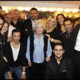 """Toute la troupe d'Europe 1 lors de la soirée """"Europe 1 fait Bobino"""" à Paris, le 28 novembre 2011"""