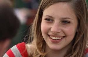 Chloé Coulloud, jeune star de Neuilly sa mère, est une maman épanouie