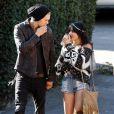 Vanessa Hudgens se promène à Burbank en compagnie de son petit ami Austin Butler, le samedi 3 décembre 2011.