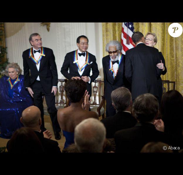 Meryl Streep saluée par Barack Obama lors de la remise des honneurs du Kennedy Center à Washington le 3 décembre 2011