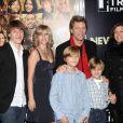 Jon Bon Jovi entouré de sa jolie famille lors de la première de New Year's Eve à New York le 7 décembre 2011
