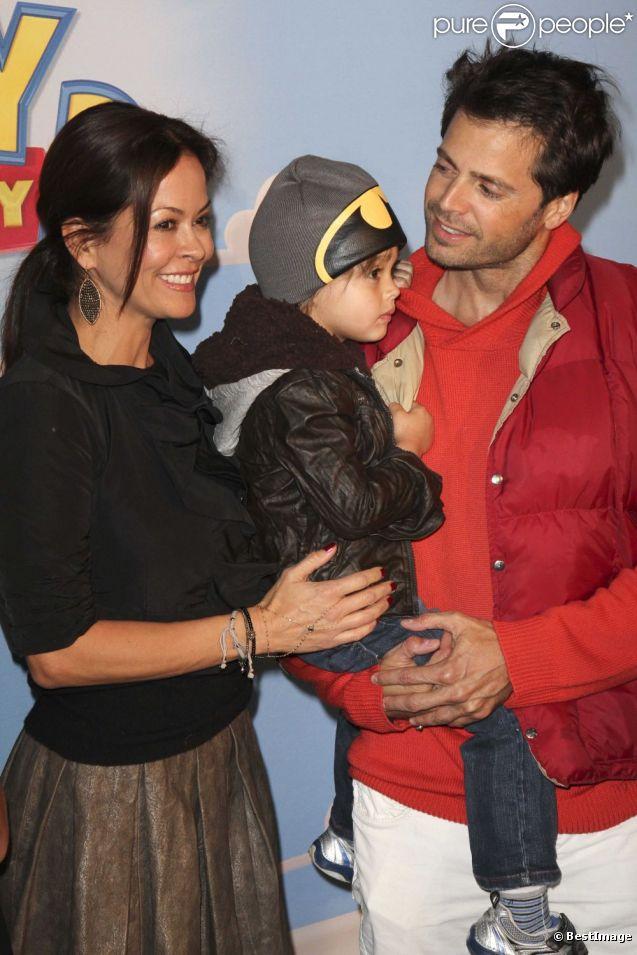 David Charvet et sa femme Brooke Burke, et leur fils, lors de l'avant-première de Disney on Ice : Toy Story 3, à Los Angles le 14 décembre 2011