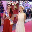 Miss France 2011 Delphine Wespiser et Lorie pour l'inauguration de Jours de fêtes au Grand Palais, à Paris, le 15 décembre 2011.