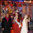 Nikos Aliagas, Delphine Wespiser et Lorie hilare pour l'inauguration de Jours de fêtes au Grand Palais, à Paris, le 15 décembre 2011.