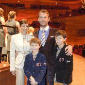 Les princes Felix et Nikolai parfaits avec leur mère la comtesse Alexandra