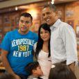 Barack et Michelle Obama visitant une base de la marine nationale le 25 décembre 2011 à Hawaï