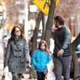 Julianne Moore, son mari Bart Freundlich et leur fille Liv se promènent, le 26 décembre 2011 à New York.